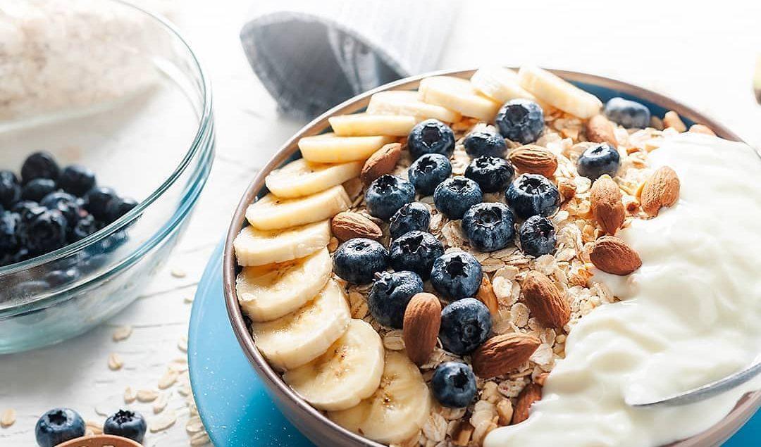 Yuk mulai jaga kesehatan jantung kita dengan mengkonsumsi makanan sehat seperti oatmeal.  Resep simp...